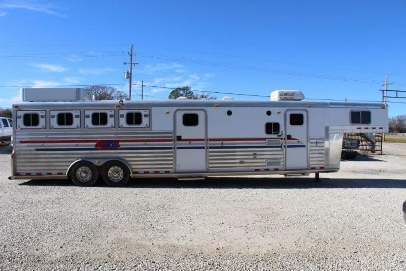 2002 4-Star Trailers 13 Living Quarter Horse Trailer