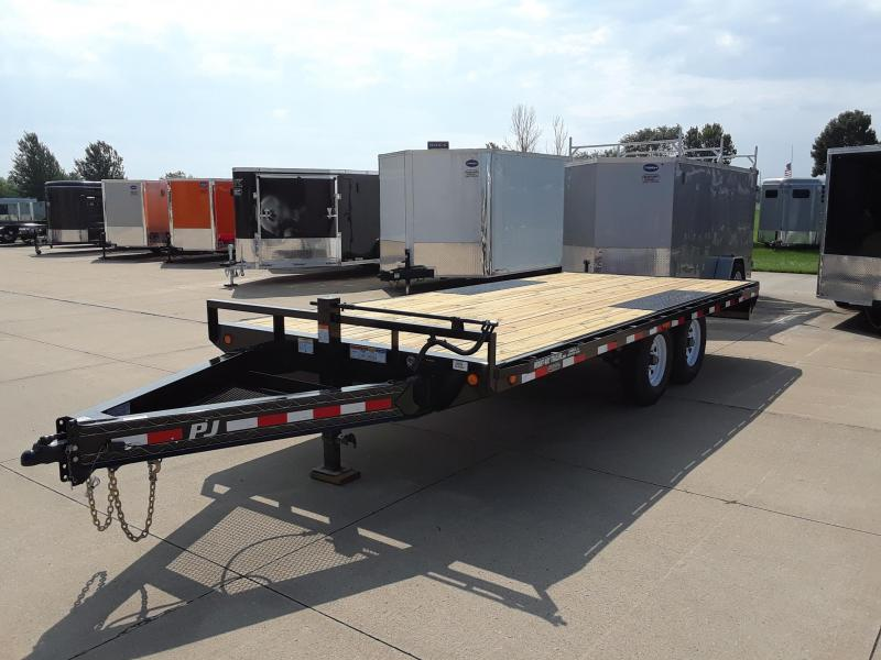 2019 PJ Trailers 18' Deckover Trailer in Dallas, WI
