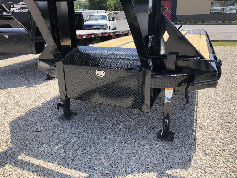 """2018 27'+5'x102"""" 25K Diamond C GN Equipment Trailer. 2646"""