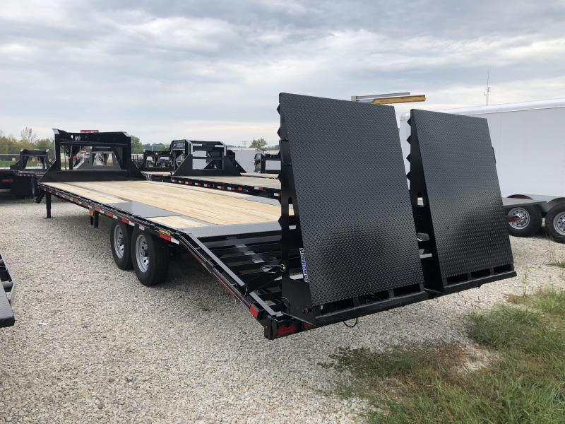 2018 25+5x102 15.5K Diamond C GN Equipment Trailer. 3609