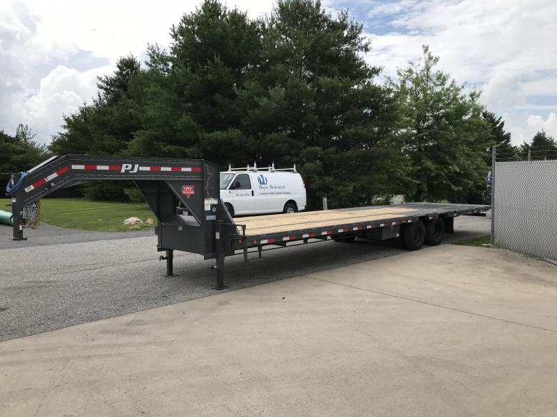 2019 PJ Trailers 34' Low-Pro with Hydraulic Dove Trailer