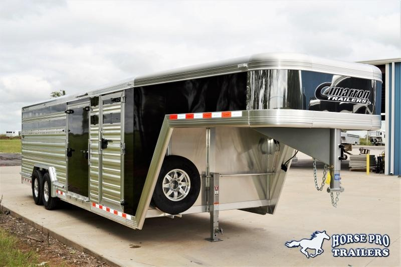 2019 Cimarron Lonestar 24' Stock Gooseneck w/SIDE RAMP & TRAVELING GATES