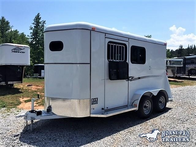 2019 Bee 2 Horse Slant Load Bumper Pull- FULLY ENCLOSED!