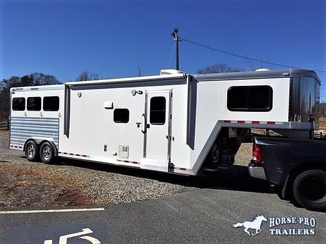 2018 Cimarron Norstar 3 Horse 12'6 Outback Living Quarters w/Slide Out in Ashburn, VA