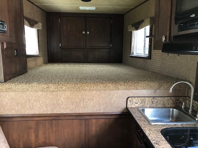 2016 Exiss Escape 3 Horse Sierra 8'6 Living Quarters