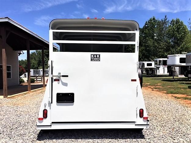 2019 Bee Wrangler 2 Horse Straight Load Bumper Pull w/Padding