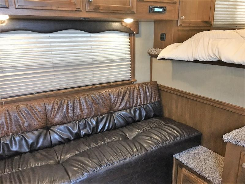 2019 4-Star Runabout 3 Horse 8'8 Outback Customs Living Quarters