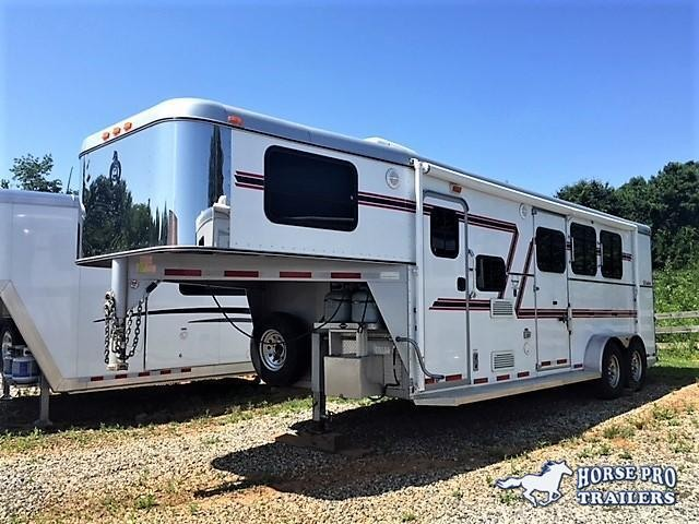 2006 Adam 3 Horse 8' Living Quarters- BRAND NEW TIRES!