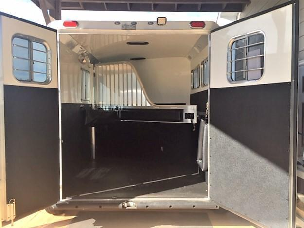 2020 4-Star 2 Horse Slant Load Bumper Pull w/ROOF INSULATION & FANS!