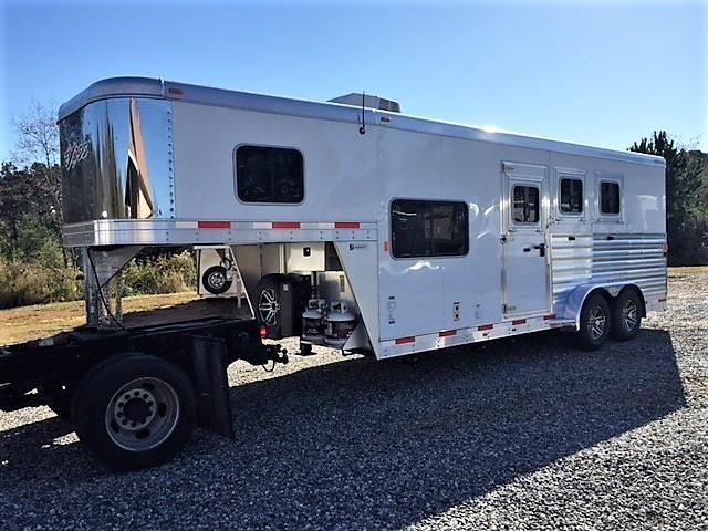 2019 Exiss Escape 3 Horse 6'6 Living Quarters