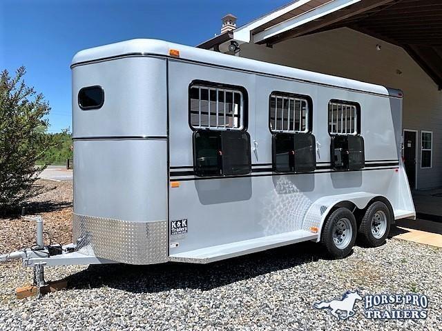2019 Bee 3 Horse Slant Load Bumper Pull- DROP WINDOWS on Head in Ashburn, VA