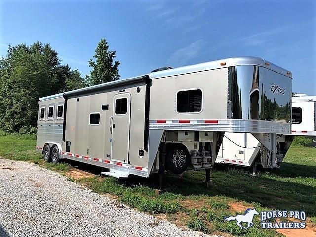 2018 Exiss Endeavor 3 Horse Slant Load 12'6 Living Quarters w/ Slide Out in Ashburn, VA