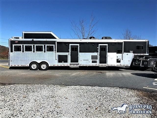 2009 Hart 4 Horse 18' Outlaw Living Quarters w/Slide Out OUTSIDE ENTERTAINMENT CENTER GENERATOR & MUCH MORE!! in Ashburn, VA