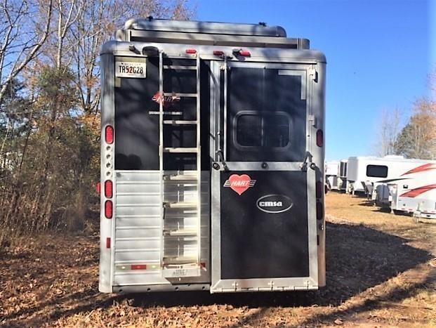 2009 Hart 4 Horse 18' Outlaw Living Quarters w/Slide Out OUTSIDE ENTERTAINMENT CENTER GENERATOR & MUCH MORE!!
