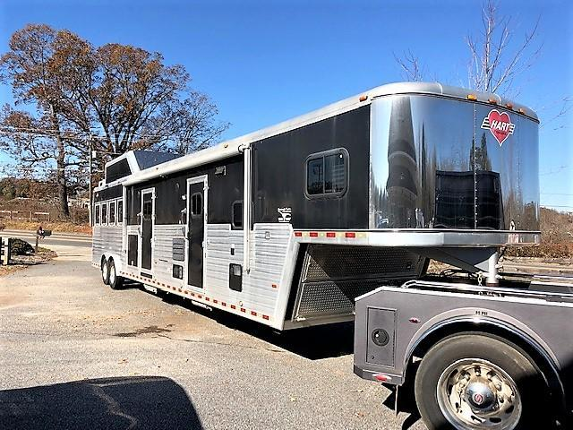 2009 Hart 4 Horse 18' Outlaw Living Quarters w/Slide Out OUTSIDE