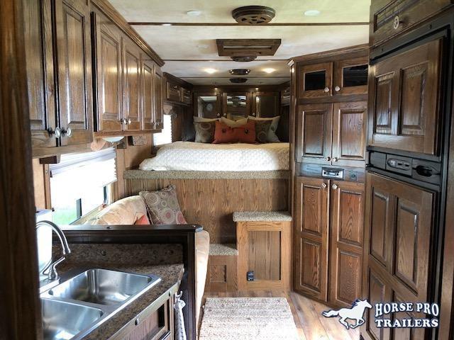 2015 Sooner 3 Horse 13' Sierra Living Quarters