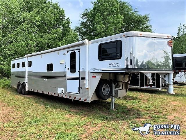 2003 Sundowner 4 Horse 12' Living Quarters- ALL ALUMINUM!