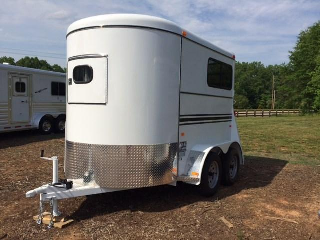 2020 Bee 2 Horse Straight Load Bumper Pull w/Windows