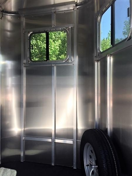 2018 Kiefer Kruiser 2 Horse Straight Load Bumper Pull