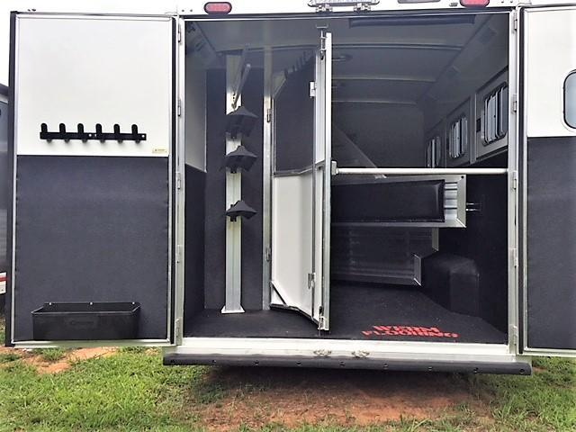 2019 Cimarron 3 Horse 13'6 Outback Living Quarters w/Slide out- WERM FLOORING!
