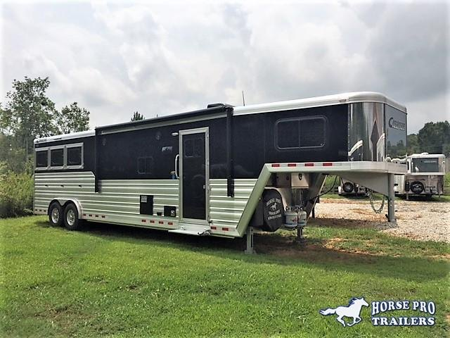2019 Cimarron 3 Horse 13'6 Outback Living Quarters w/Slide out- WERM FLOORING!