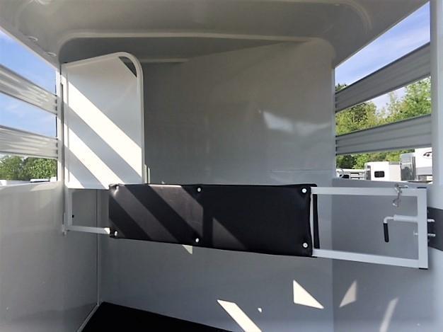 2020 Bee 2 Horse Slant Load Bumper Pull w/Escape Door