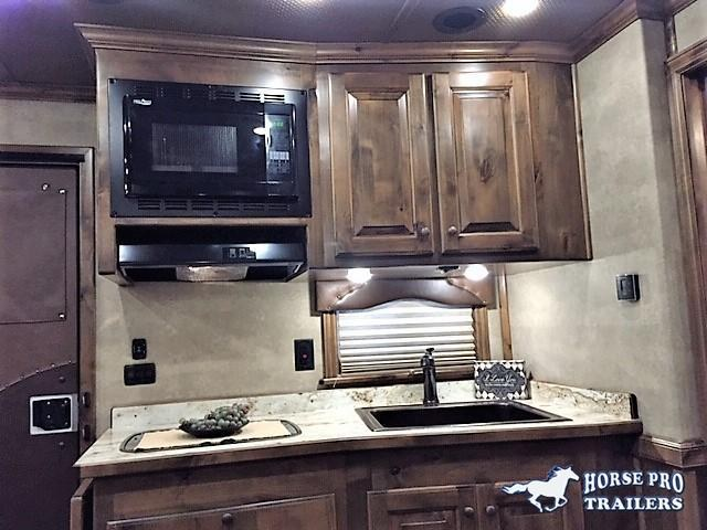 2019 Cimarron 4 Horse 13'6 Living Quarters w/Slide Out Full Rear Tack & GENERATOR!