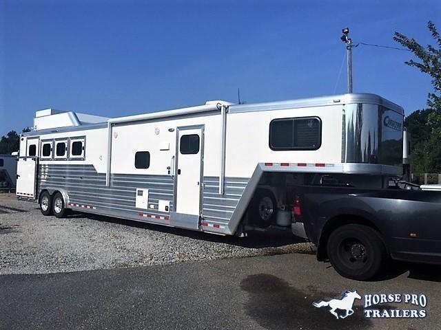 2019 Cimarron 4 Horse 13'6 Living Quarters w/Slide Out Full Rear Tack & GENERATOR! in Ashburn, VA
