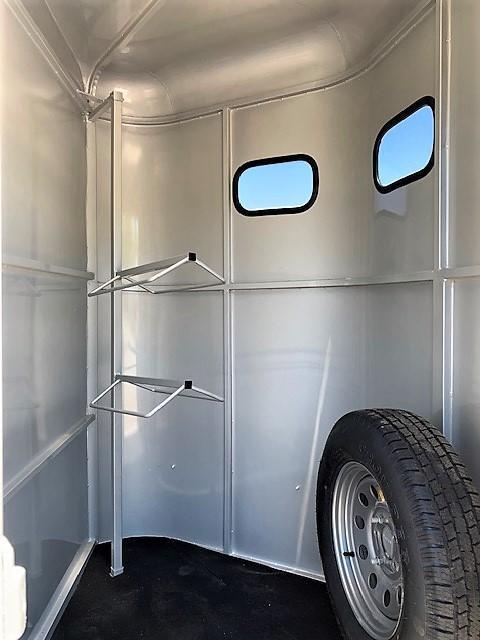 2019 Bee 2 Horse Slant Load Bumper Pull w/DROP WINDOWS