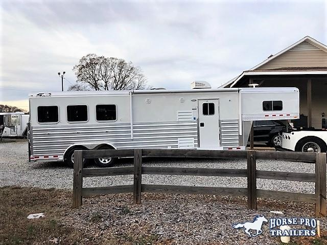 2019 4-Star 3 Horse 10'6 Outback Living Quarters w/RAMP