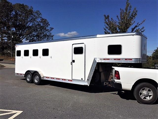 2019 Kiefer Genesis 4 Horse Slant Load Gooseneck