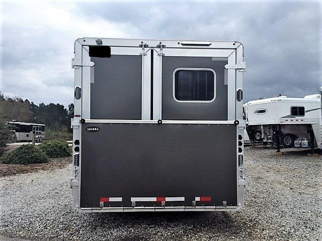2018 Sierra 3 Horse 14'6 Living Quarters w/SLIDE OUT DUAL ENTRY & GENERATOR