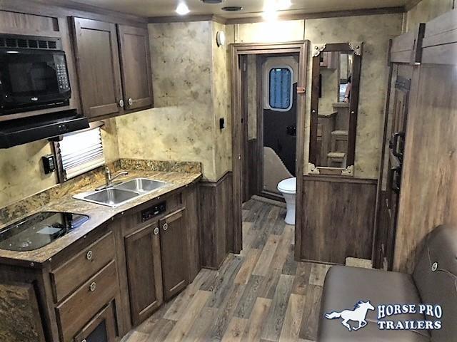 2018 Sierra 3 Horse 14'6 Living Quarters w/SLIDE OUT DUAL ENTRY & GENERATOR