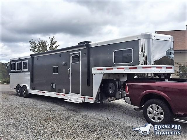 2018 Sierra 3 Horse 14'6 Living Quarters w/SLIDE OUT DUAL ENTRY & GENERATOR in Ashburn, VA