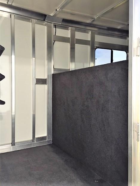 2019 Cimarron 2+1 Gooseneck w/5' DRESSING ROOM & HYDRAULIC JACK! DEALER DEMO!!