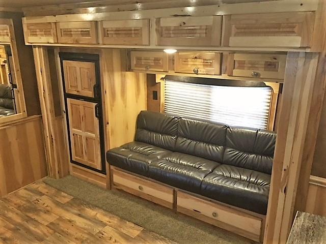 2019 Cimarron 3 Horse 14'6 Living Quarters w/Slide Out