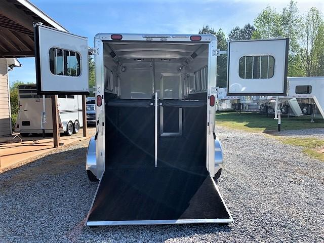 2020 Cimarron 2 Horse Straight Load Gooseneck w/REMOVABLE STUD PANEL & HYDRAULIC JACK!