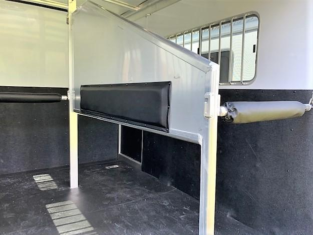 2020 Exiss Trailers 724 2 Horse Straight Load Bumper Pull w/CHAMPAGNE EXTERIOR!