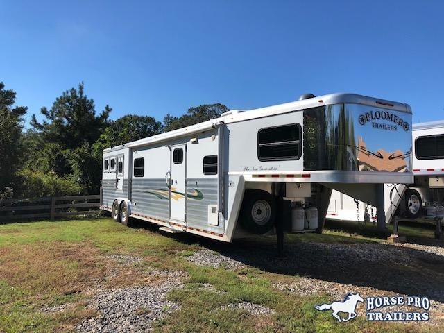 2006 Bloomer 3 Horse 17' Living Quarters w/Generator & 2nd Bedroom w/Bunk! in Ashburn, VA
