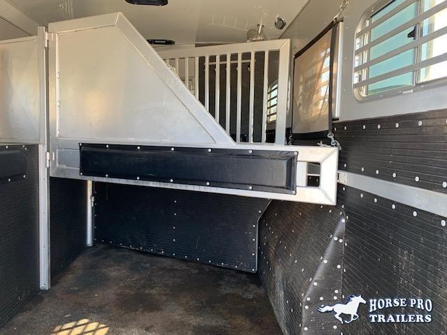 2016 Platinum 3 Horse 8'6 Sierra Living Quarters w/WERM FLOORING! GENTLY USED!
