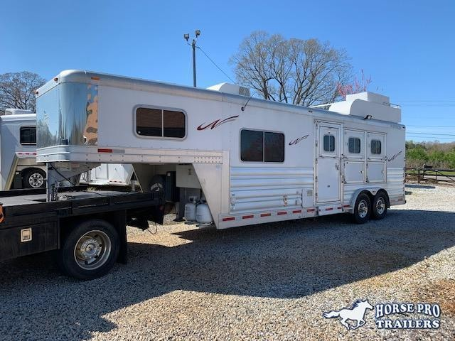 2016 Platinum 3 Horse 8'6 Sierra Living Quarters w/WERM FLOORING! GENTLY USED!