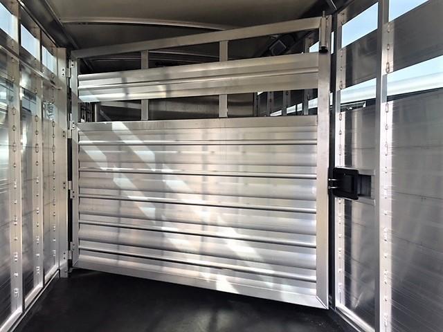 2019 Cimarron Lonestar 20' Stock Combo Gooseneck w/SWINGING CENTER GATE