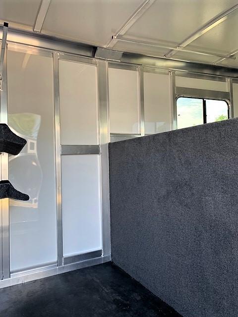 2020 Cimarron 2 Horse Straight Load Gooseneck w/ 5' DRESSING ROOM!