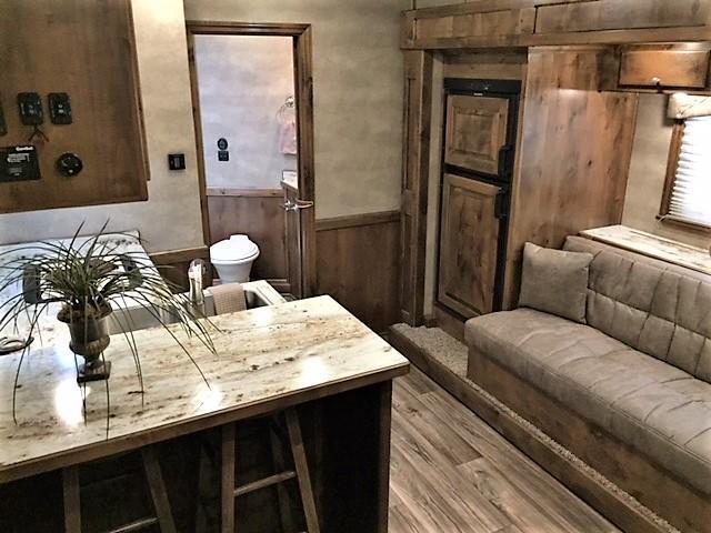 2019 Cimarron Norstar 3 Horse 14'6 Outback Living Quarters w/Slide DUAL ENTRY & GENERATOR