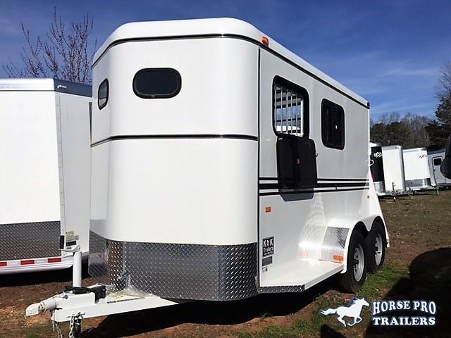 2019 Bee 2 Horse Slant Load Bumper Pull w/padding & DROP WINDOWS