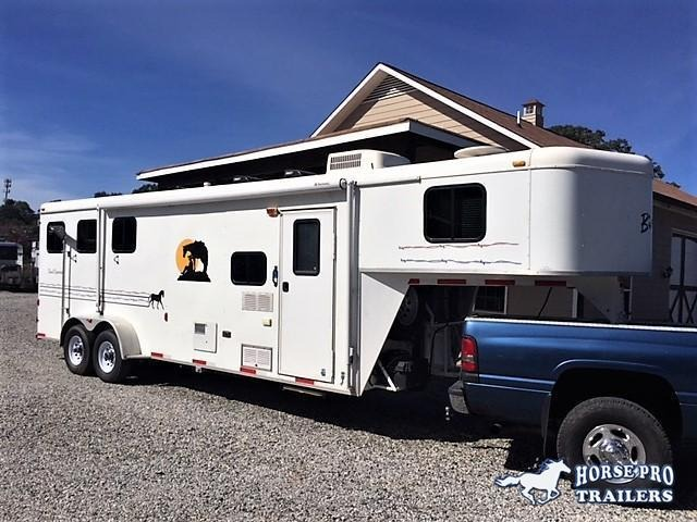 2007 Bison 3 Horse 8' Living Quarters
