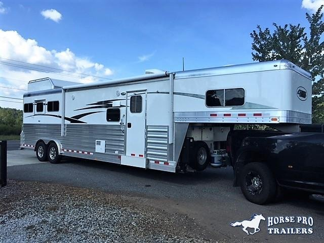 2019 4-Star Deluxe 3 Horse 13'2 Outback Living Quarters w/Slide Out- WERM FLOORING & RAMP!  in Ashburn, VA