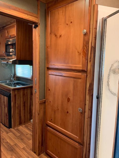 2016 Exiss 3 Horse 8'6 Harmar Living Quarters- WELL MAINTAINED!