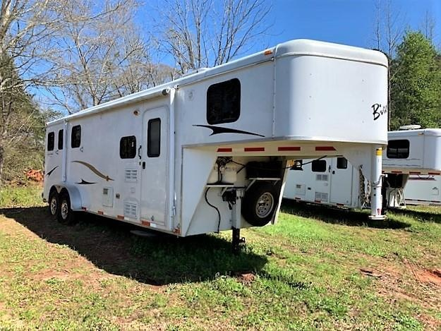 2011 Bison 3 Horse 8' Living Quarters