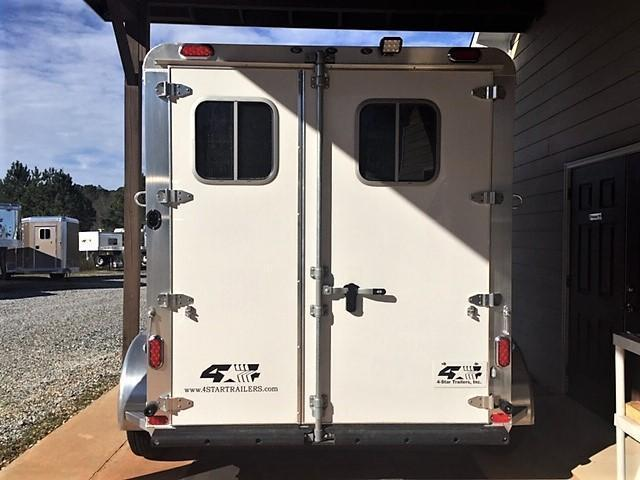 2020 4-Star 2 Horse Slant Load Bumper Pull w/ROOF INSULATION & FANS!